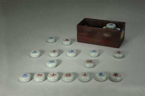 清乾隆 仿哥釉象棋,故宫博物院藏