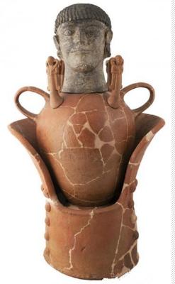 男性雕像卡诺皮克罐
