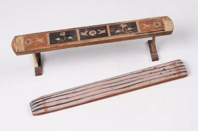 木质五弦琴、琴几