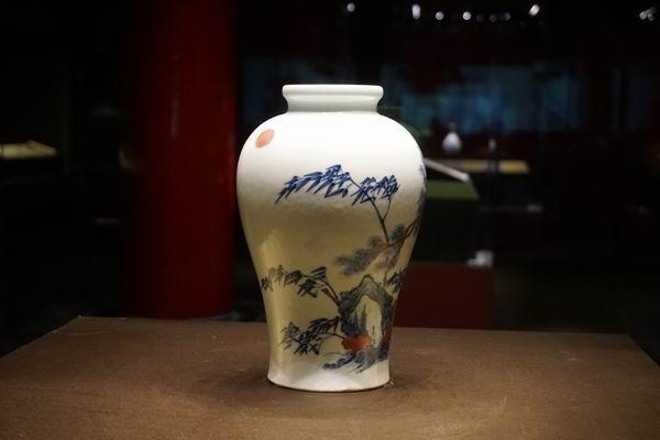清 雍正 青花釉里红松竹梅图瓶