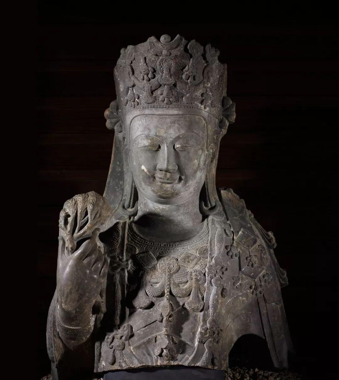 石刻菩萨造像