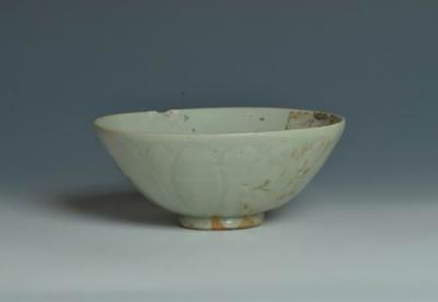 南宋龙泉窑青釉莲瓣纹碗