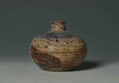 南宋东张窑酱釉小口瓶