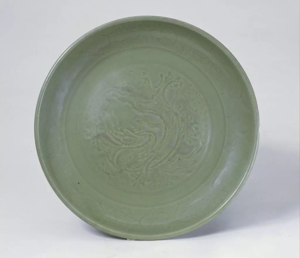 龙泉窑印龙纹青釉盘