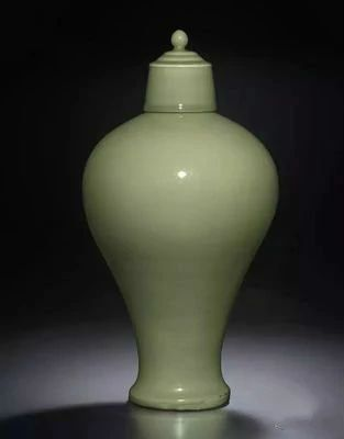 明14、15世纪 龙泉青釉带盖梅瓶