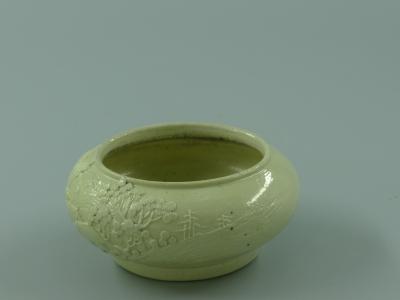 黄釉雕瓷水盂