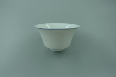 白釉暗刻花卉纹杯