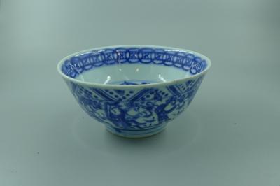 青花人物纹碗