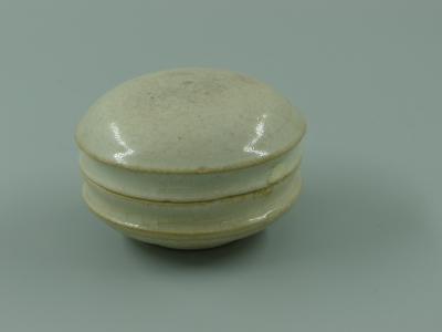 青白釉粉盒