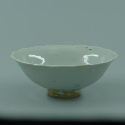 卵白釉花口杯