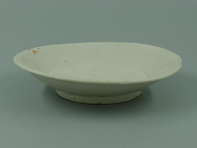 宣州窑白釉花口盘