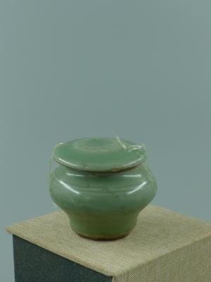 龙泉窑梅子青盖罐
