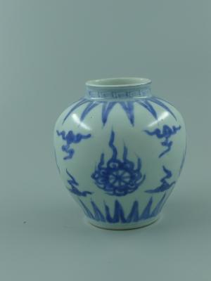 青花火轮纹罐