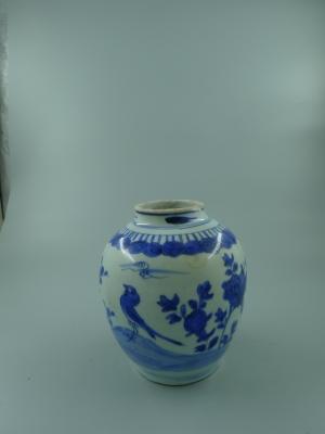 青花花鸟纹罐