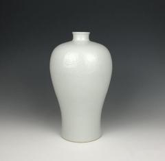 海外回流 清代白釉刻海水龙纹梅瓶