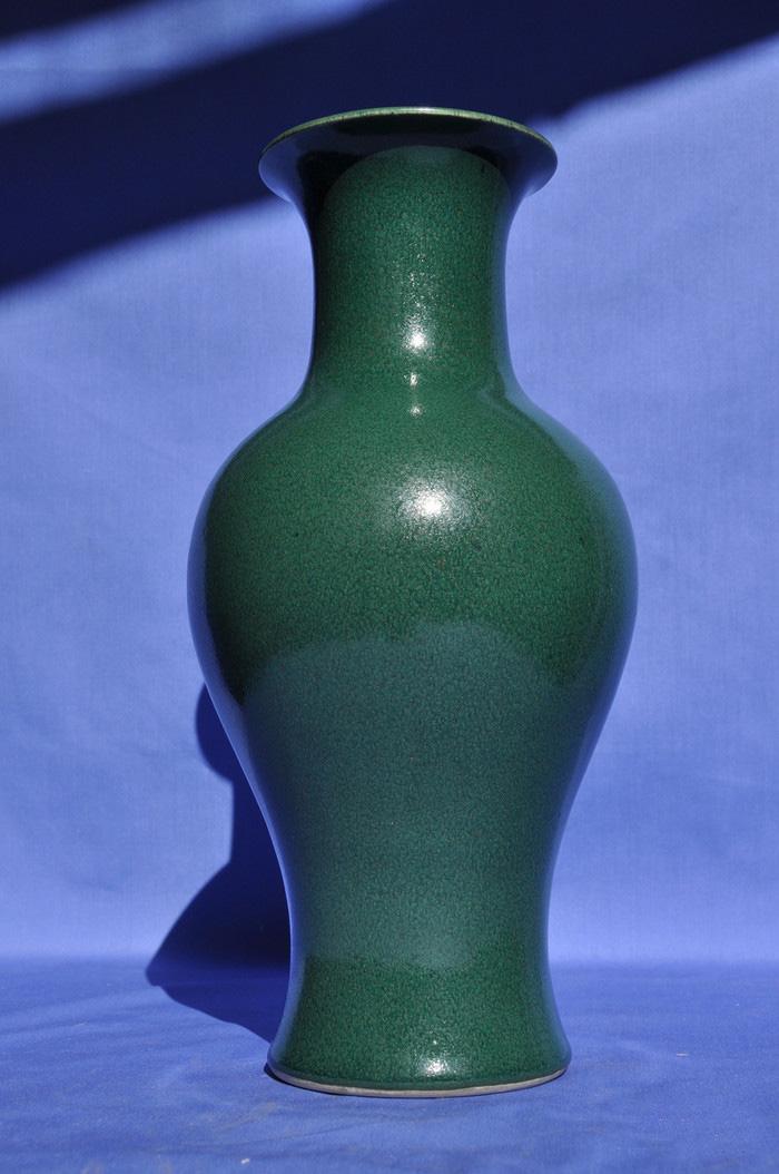 大清康煕绿釉观音瓶