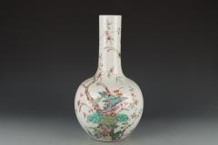 清-粉彩花卉天球瓶