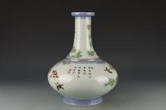 清雍正-粉彩花鸟图长颈荸荠瓶
