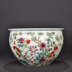 清乾隆粉彩十二月花卉纹莲缸
